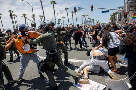 Black Lives Matter protesters brawl with supporters of US President Donald Trump as police try to break up the clashes during a demonstration due to the police killing of George Floyd in Huntington Beach, California USA, 06 June 2020. Hundreds of anti-police brutality protesters blocking Pacific Coast Highway were met by dozens of Trump supporters opposing their presence in the community.