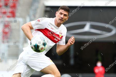 Mario Gomez of Stuttgart in action during the German Bundesliga second division soccer match between VfB Stuttgart and VfL Osnabrueck in Stuttgart, Germany, 07 June 2020.