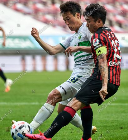 Son Jun-ho of Jeonbuk Hyundai Motors competes for the ball with Go Yo-han of FC Seoul during 2020 K League 1 match between Jeonbuk Hyundai Motors and FC Seoul at the seoul world cup stadium in Seoul, South Korea, on June 06, 2020.