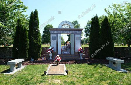 Stock Image of George Jones ' gravesite at Woodlawn Memorial Park and Mausoleum