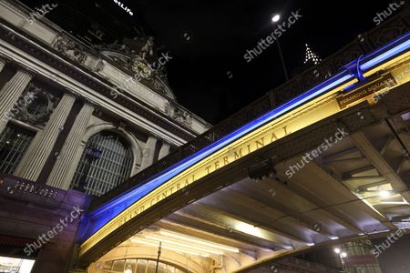 Photo taken on June 7, 2020 shows the Grand Central Terminal Bridge lit in blue and gold in New York, the United States.   New York Governor Andrew M. Cuomo on Sunday announced landmarks across the state would be lit in blue and gold and will project 'New York Tough' in honor of New Yorkers' work to flatten the curve of the COVID-19 virus. The worst-hit New York City will enter phase one of reopening on Monday.