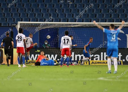 The ball lands in the net after a shot from Jae-sung Lee (C, bottom) from Kiel to 3-3 final score during the German Bundesliga Second Division soccer match between Hamburger SV and Holstein Kiel in Hamburg, Germany, 08 June 2020.