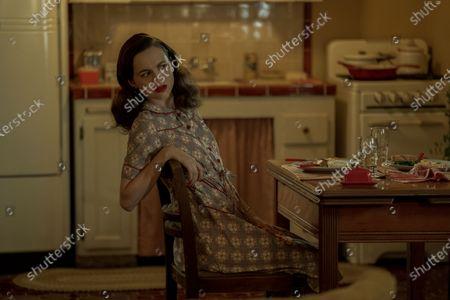 Maude Apatow as Henrietta Castello