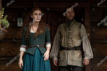 Sophie Skelton as Brianna Randall Fraser and Richard Rankin as Roger Wakefield