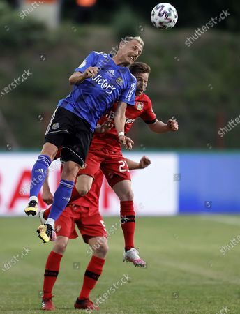 Saarbruecken's Timm Golley (L) and Leverkusen's Mitchell Weiser (R) in action during the German DFB Cup semifinal soccer match between FC Saarbruecken and Bayer 04 Leverkusen in Voelklingen, Germany, 09 June 2020.