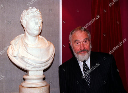 Sir Nigel Hawthorne Who Played George Iii On Stage And Screen To Huge Acclaim Has Unveiled A Bust Of The King At The British Library. The 70-year-old Actor Who Won An Oscar Nomintion For The Film The Madness Of King George Said He Had Been Consumed By The Tragic Figure. 'for Four Years I Became Attached To George Iii As I Played Him On The Screen As Well As On Stage.