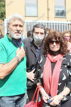 His parents and brother Giancarlo, Graziella and Graziano Conti. Funeral in Rome of the jazz sax musician, Carlo Conti who died at 41 at the Institute of Legal Medicine.
