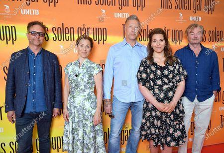 """Regissören Patrik Ryborn, skådespelarna Helen Sjöholm, Mikael Persbrandt, Vanna Rosenberg och regissören Peter Dalle på pressträffen för filmen """"Tills solen går upp"""""""