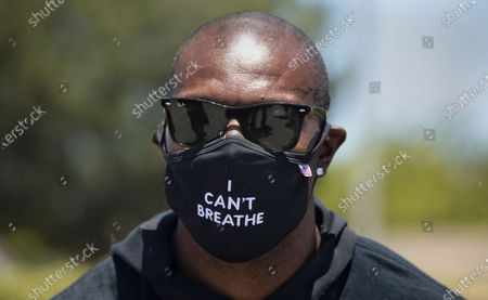 Retired NFL wide receiver and hall of famer Terrell Owens, leads a protest outside of Sofi Stadium in Inglewood, demanding that the NFL apologize to former NFL quarterback Colin Kaepernick. Owens and other protesters also took a knee for 8 minutes and 46 seconds to remember George Floyd who was held down by a police officer with a knee to his neck for the same time and died as a result. (Mel Melcon/Los Angeles Times)