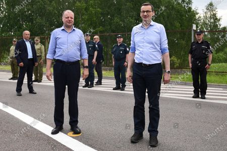 Polish Prime Minister Mateusz Morawiecki (R) and Lithuanian Prime Minister Saulius Skvernelis (L) during a meeting at the Budzisko-Kalvarija border crossing in the Podlasie Voivodeship, Poland, 12 June 2020. On the night of 12-13 June, Poland will restore full border traffic within the internal borders of the European Union. The EU's external borders will remain closed.