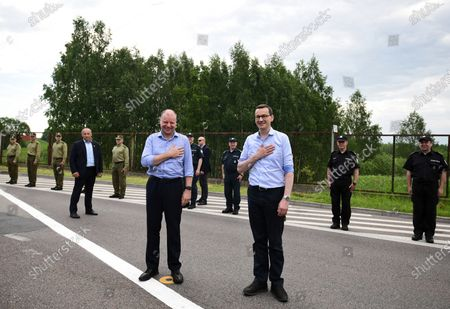 Polish Prime Minister Mateusz Morawiecki (C-R) and Lithuanian Prime Minister Saulius Skvernelis (C-L) during a meeting at the Budzisko-Kalvarija border crossing in the Podlasie Voivodeship, Poland, 12 June 2020. On the night of 12-13 June, Poland will restore full border traffic within the internal borders of the European Union. The EU's external borders will remain closed.