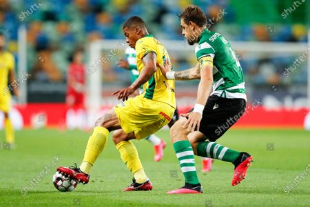 Sporting's Sebastian Coates (R) in action against Pacos de Ferreira's Douglas Tanque (L) during the Portuguese First League soccer match between Sporting Lisbon and Pacos de Ferreira at Alvalade Stadium in Lisbon, Portugal, 12 June 2020.