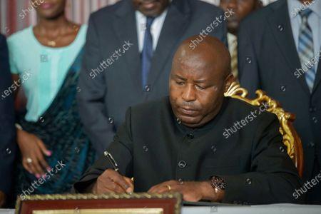 "Burundi's president-elect Evariste Ndayishimiye signs a condolence book for Burundian president Pierre Nkurunziza who passed away recently in Bujumbura, Burundi, on June 13, 2020. Burundian Constitutional Court on Friday announced the swearing-in of the Ndayishimiye ""as soon as possible"", after the death of Nkurunziza on Monday."