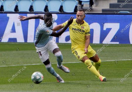 Celta de Vigo's Pape (L) in action against Villarreal's Santi Cazorla during a Spanish LaLiga soccer match between Celta de Vigo and Villarreal at Balaidos stadium in Vigo, Galicia, northern Spain, 13 June 2020.