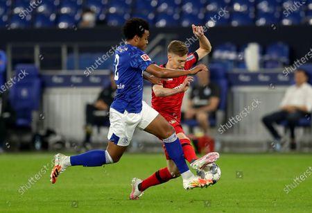 Weston McKennie (L) of Schalke challenges Mitchell Weiser of Leverkusen during the Bundesliga soccer match between FC Schalke 04 and Bayer 04 Leverkusen at Veltins-Arena in Gelsenkirchen, Germany, 14 June 2020.