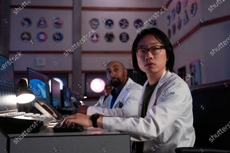 Exie Booker as Dr. Carter and Jimmy O. Yang as Dr. Chan Kaifang