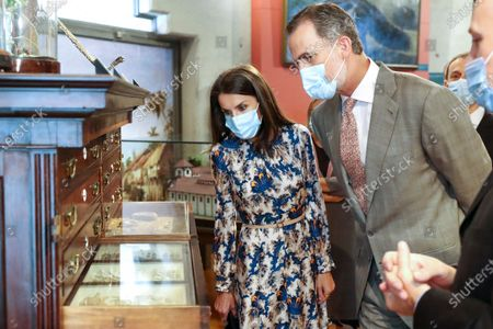 King Felipe VI and Queen Letizia begin the visit in the Royal Cabinet of Natural History created by Carlos III and ended in the laboratories of Molecular Systematics.