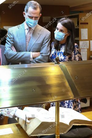 Stock Image of King Felipe VI and Queen Letizia begin the visit in the Royal Cabinet of Natural History created by Carlos III and ended in the laboratories of Molecular Systematics.