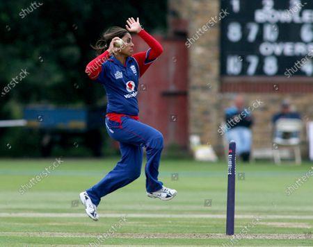Isa Guha of England bowling