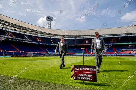 King Willem-Alexander visits De Kuip, working visit to De Kuip in Rotterdam in the context of the impact of the corona pandemic on the events industry. At the start of the visit, King Willem-Alexander spoke to general manager Jan van Merwijk on the field, the King spoke to employees of the field team and the technical service. At the Feyenoord Campus, a teacher and a student explained the impact of the closure of the Feyenoord Learning Center