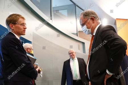 Schleswig-Holstein, M.P., Daniel Guenther, Baden-Wuerttemberg, M.P. Winfried Kretschmann, Economy and Energy Minister: Peter Altmaier (CDU), Niedersachsen, M.P. Stephan Weil,  arrive for a meeting of German Federal State Premiers at the Chancellery in Berlin, Germany, 17 June 2020. The German Prime Ministerial Conference took place earlier this day in Berlin.