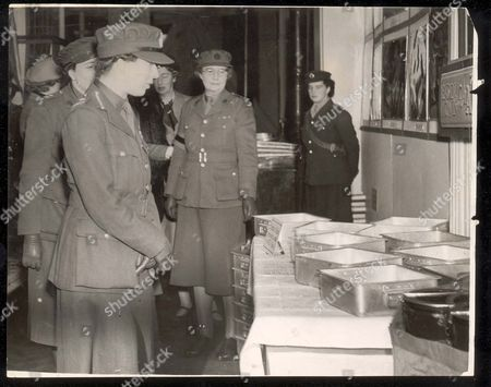 The Princess Royal Opened An Ats Exhibition And Recruiting Campaign At Messrs Lewis's Store Leeds. Inspecting The Exhibition Of Equipment And Photographs....royalty 7000c 6th Earl Of Harewood & Mary Princess Royal
