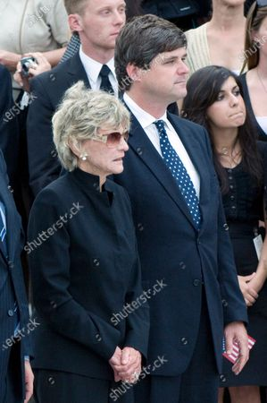 """Jean Kennedy Smith, the last surviving sibling of former U.S. Senator Edward M. """"Ted"""" Kennedy (Democrat of Massachusetts), left, and her son, William Kennedy Smith, right, at the ceremony at the U.S. Capitol"""