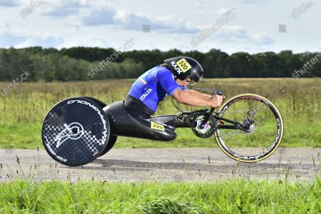 Italy's Alessandro Zanardi on his way to the Rainbow Jersey in the MH5 individual time trial.