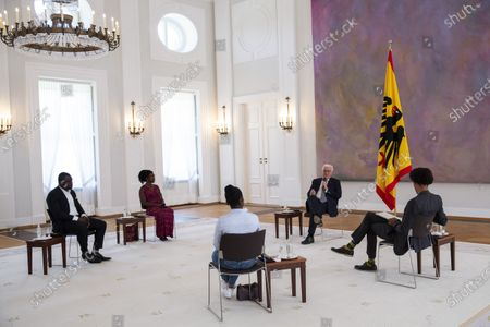 """German President Frank-Walter Steinmeier (C) speaks with Gerald Asamoah (L-R), former football player, Gloria Boateng, teacher and education activist, Vanessa Tadala Chabvunga, from Jewish high school Moses Mendelssohn and Daniel Gyamerah division manager of Think-Tanks """"Citizens For Europe"""" in Berlin while hosting a discussion on racism in Germany at Schloss Bellevue palac. German cities have seen their own share of protests against racism and police violence since the death of George Floyd in the USA."""