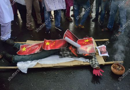 Protesters preparing to burn an effigy of Chinese president, Xi Jingping and Chinese flags during the demonstration. Indians protest against Chinese intrusion into Indian Territory in a border brawl with Indian army where 20 of Indian soldiers were martyred on 15th June night at Galwan Valley in ladakh. Reports suggest that the Chinese side also suffered a number of casualties.