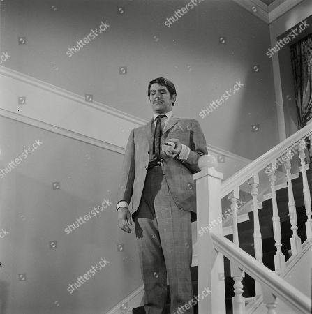 Edward Brayshaw as Vic Kent