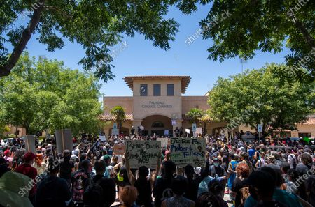 Hundreds of protesters gathered in a park at Palmdale city hall on Saturday to mourn the death of a young Black man, Robert Fuller on Saturday, June 13, 2020 in Palmdale, CA. (Brian van der Brug / Los Angeles Times)