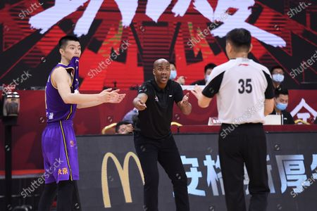 Stephon Marbury (C), head coach of Beijing Royal Fighters, reacts during a match between Beijing Royal Fighters and Shandong Heroes at the newly resumed 2019-2020 Chinese Basketball Association (CBA) league in Dongguan, south China's Guangdong Province, June 23, 2020.