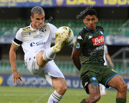 Napoli's Allan (R)  vies with Verona's Valerio Verre during a Serie A football match in Verona, Italy, June 23, 2020.
