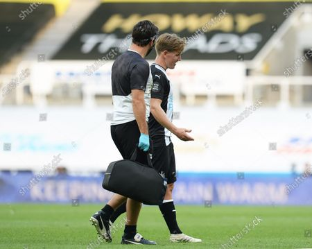 Matt Ritchie of Newcastle United goes off injured