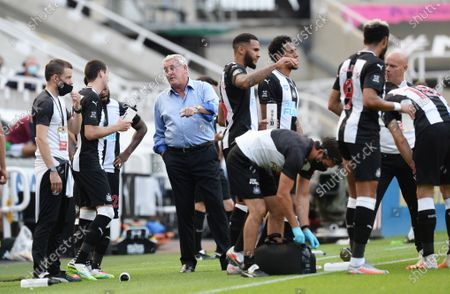 Steve Bruce manager of Newcastle United gives instructions to his players during a drinks break