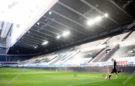 Jonjo Shelvey of Newcastle takes a corner kick during the English Premier League match between Newcastle United and Aston Villa in Newcastle, Britain, 24 June 2020.