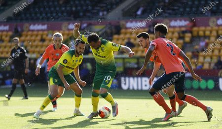 Josip Drmic (C) of Norwich in action during the English Premier League soccer match between Norwich City and Everton FC in Norwich, Britain, 24 June 2020.