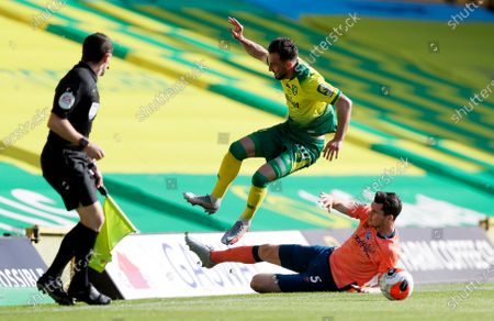 Norwich City's Josip Drmic,center, and Everton's Michael Keane challenge for the ball during the English Premier League soccer match between Norwich and Everton at Carrow Road Stadium in Norwich, England