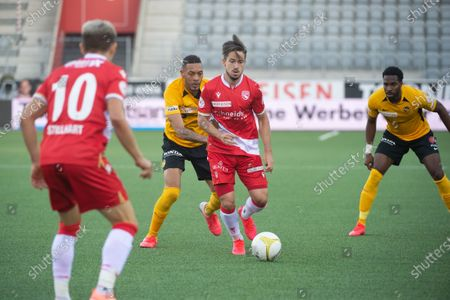 FC Thun - BSC Young Boys, # 99 Guillaume Hoarau (Young Boys) against # 7 Miguel Castroman (Thun).
