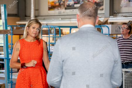Queen Maxima at Apeldoorn during the hamer visit and technology facility TechnoHUB in Woerden in the context of the importance of well-trained technical personnel for SMEs and the impact of the corona pandemic COVID-19. Queen Maxima is a member of the Dutch Committee for Entrepreneurship.
