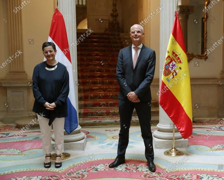 Spanish Foreign Affairs Minister Arancha Gonzalez Laya (L) with Dutch Foreign Minister Stef Blok (R) during their bilateral meeting in Madrid, Spain, 25 June 2020.