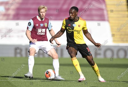 Ben Mee of Burnley(L)  in action against Danny Welbeck of  Watford during the English Premier League match between Burnley and Watford in Burnley, Britain, 25 June 2020.