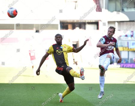 Matej Vydra of Burnley (R) hits the post during the English Premier League match between Burnley and Watford in Burnley, Britain, 25 June 2020.