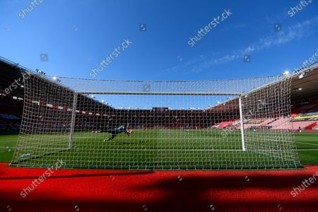 Southampton goalkeeper Alex McCarthy warms up for the English Premier League soccer match between Southampton FC and Arsenal FC in Southampton, Britain, 25 June 2020.
