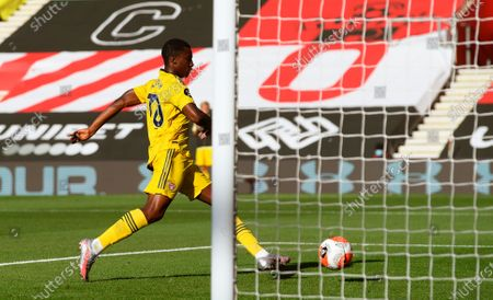 Arsenal's Eddie Nketiah scores the 1-0 lead during the English Premier League soccer match between Southampton FC and Arsenal FC in Southampton, Britain, 25 June 2020.