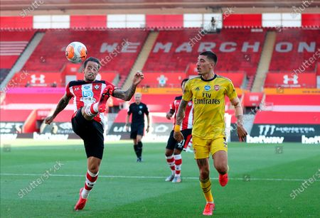 Southampton's Danny Ings (L) in action against Arsenal's Hector Bellerin (R) during the English Premier League soccer match between Southampton FC and Arsenal FC in Southampton, Britain, 25 June 2020.