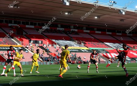Players of Southampton (red) and Arsenal (yellow) in action during the English Premier League soccer match between Southampton FC and Arsenal FC in Southampton, Britain, 25 June 2020.