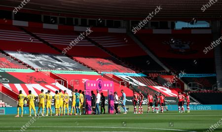 Players of Southampton (R) and Arsenal (L) line up for the English Premier League match between Southampton FC and Arsenal FC in Southampton, Britain, 25 June 2020.