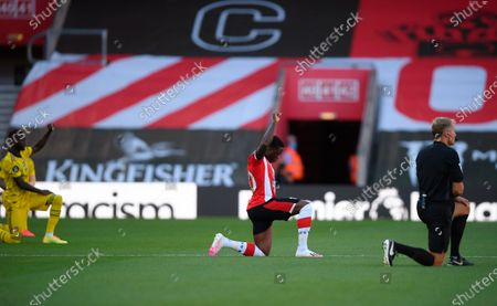 Southampton's Michael Obafemi (C) kneels down to make a stand against racism before the English Premier League soccer match between Southampton FC and Arsenal FC in Southampton, Britain, 25 June 2020.